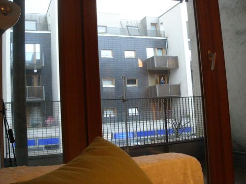 從客廳望出去的雨景