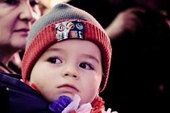 De grands yeux (thierry.courosse (busy !!! totally !!!)) Tags: portrait france couleurs yeux f45 bonnet enfant regard 80mm noirs zeiss1680 sonya700 3200isos