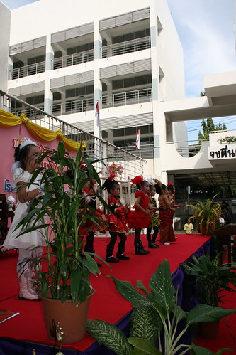 Thai students dancing