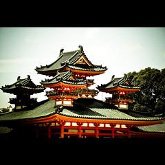 Kyoto memories VIII (manganite) Tags: sky topf25 colors japan clouds digital buildings geotagged xpro nikon kyoto colorful asia tl framed  nippon d200 nikkor dslr kansai shrines nihon heian heianshrine 18200mmf3556 utatafeature manganite nikonstunninggallery date:year=2006 date:month=august date:day=23 geo:lat=35015692 geo:lon=135782653 format:ratio=32