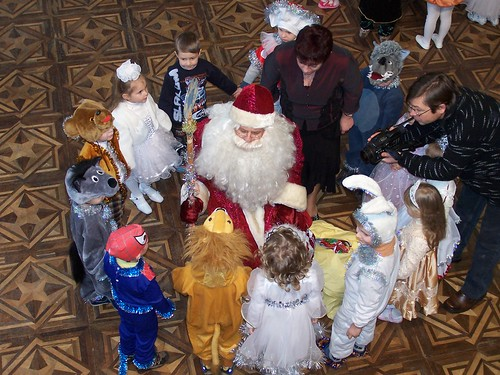 Fedir as Did Moroz with some children