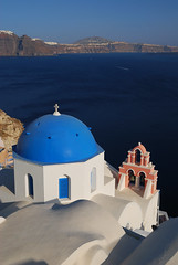 Santorini - Oia - Greece (Giuseppe Finocchiaro) Tags: blue sea white church architecture nikon mare blu chiesa santorini greece grecia cupola dome isle viaggi bianco viaggio soe architettura oia cyclades isola cicladi blueribbonwinner traves mywinners abigfave aplusphoto theperfectphotographer goldstaraward