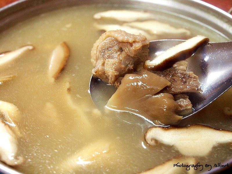 嘟嘟美食館:百果雙菇雞湯