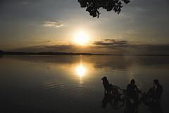 .. ('ephrAim) Tags: friends sunset summer sky sun beach water clouds strand warm wasser sonnenuntergang sommer wolken bbq chill freunde grillen gemtlich