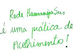 """texto escrito numa toalha de mesa: """"rede humanizasus é uma prática de acolhimento"""""""