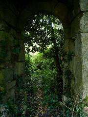 Torbogen - Manoir de Quélern (Stagadon) Tags: geotagged frankreich brittany bretagne breizh manoir finistere roscanvel quélern penarcréach geo:lat=4828909433 geo:lon=455306900
