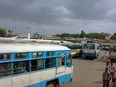 Bangalore : Kempegowda Bus Stand (M.a.h.S) Tags: life people india bus traffic crowd bangalore transport capture karnataka majestic mahs bmtc busstand kempegowda bengaluru n73mobile mahsworld