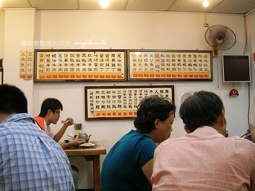 百合燒臘-店內牆上菜單