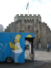 Homer Simpson Sky van (Ben Sutherland) Tags: sky hampshire van southampton murdoch homersimpson skytv rupertmurdoch tvvan skytelev