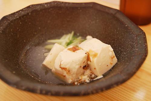 小鉢、豆腐にダシきいてるやつ。(ぶつをのうどん・宇都宮市) (by kimishowota)