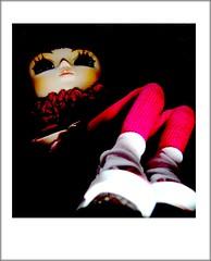 Her chuckies... (lili-bee) Tags: night doll legs handmade suzanne converse pullip chucks veritas pinktights junplanning burgundyhair pullipveritas