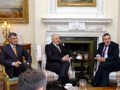 Hashim Thaçi, Fatmir Sejdiu and Gordon Brown von Downing Street.