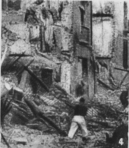Milicianos asaltan el Alcázar tras la explosión de las minas el 18 de agosto de 1936