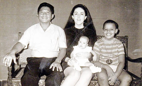 Barack Obama in Indonesia with family