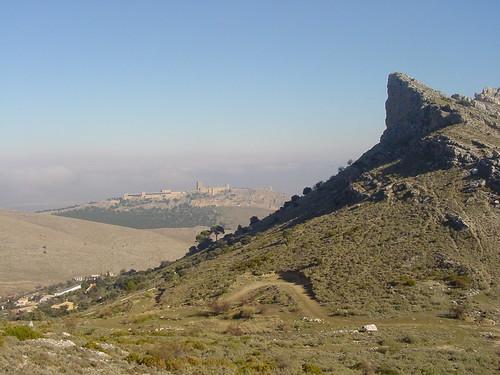 el castillo de jaén visto desde el inicio de la cresta de la mella