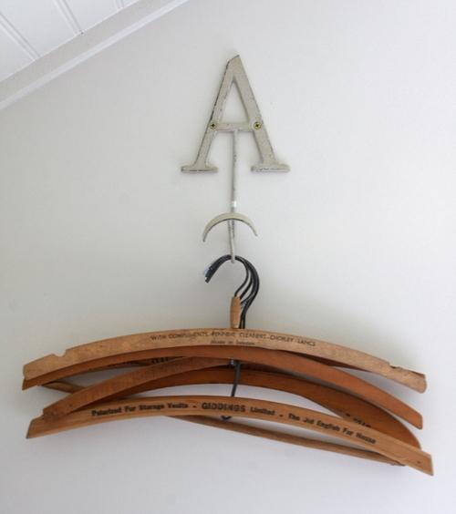 vintage.hangers