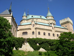 slovakia. bojnice castle 4 (kexi) Tags: blue sky sunlight green castle architecture beige nikon towers may coolpix greenery slovensko slovakia majestic 2008 easterneurope bojnice instantfave bojnicecastle