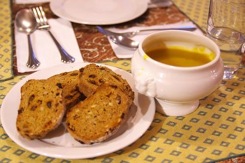 IMGP0017_餐包與南瓜濃湯