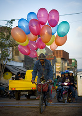 Cyclist with balloons, Surabaya, Java, Indonesia (Eric Lafforgue) Tags: bike balloons indonesia java asia asie surabaya indonesi indonesien  indonsie  indonezja lafforgue indoneesia 7114   endonezya indonezija    indonzia indonezia indnesa  indonzija indonezio indoneziya indonisa