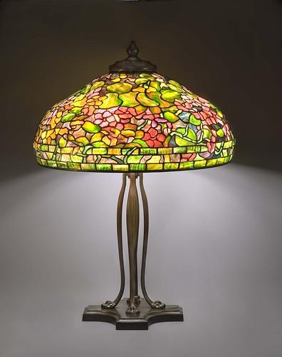 005-- Nasturtium lámpara de mesa, alrededor de 1899 -1920, de vidrio con plomo y bronce