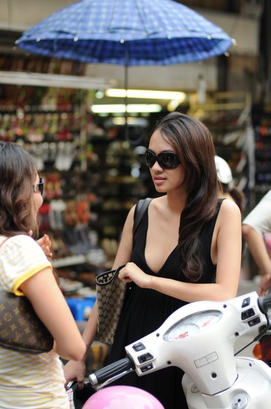 "A Hanoi's ""Audrey Hepburn"""