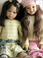 Ai Lien and Ilai Himstedt (MiriamBJDolls) Tags: 2005 doll vinyl limitededition asiatic ailien ilai annettehimstedt himstedtkinder mikasoutfit