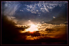 Solara (Nightwing5-limited Flickr time) Tags: sky nature clouds sunrise landscapes naturelover inspiredbylove colorphotoaward elitephotography dragongoldaward rubyphotographer damniwishidtakenthat dragondaggerphoto nightwing5