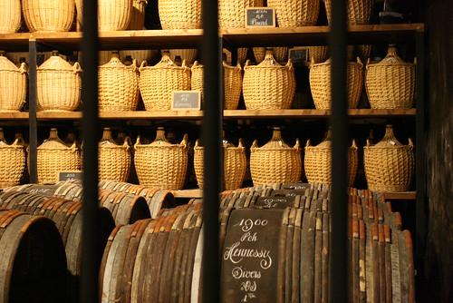 Derrière les barreaux se trouvent les plus vieilles et prestigieuses eaux de vie de la maison Hennessy qui composeront les futurs Cognacs d'exception.