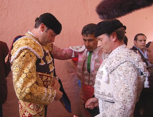 Enrique Ponce en la puerta de cuadrillas en Lima