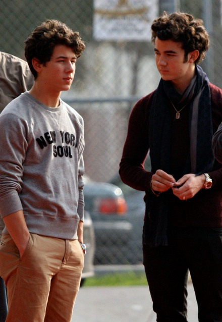 nick-and-kevin-christmas-shopping (2)