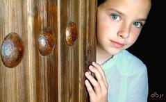 La Pequeña Lu (The Little Lu) (Alberto Jiménez Rey) Tags: door blue girl beautiful puerta eyes sony cybershot niña alberto ojos rey preciosa sonrisa mirada guapa azules jimenez dsct200 albjr albjr7