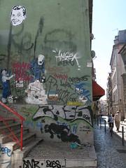 (nadie en campaña) Tags: streetart pasteup stencil lisboa lisbon reis bust bairroalto dolk nadie