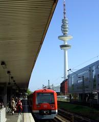 2008_0920_0026_S-Bahn Sternschanze (Maecius) Tags: germany deutschland hamburg fernsehturm eimsbttel altona sternschanze televisiontower schanze fujif31fd