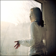 window #8 (yein~) Tags: light portrait 120 6x6 tlr window girl rolleiflex mediumformat square bravo kodak squareformat 400nc 100faves 50faves 200faves fivestarsgallery artlibre autaut 40fw aplusphoto artlibres