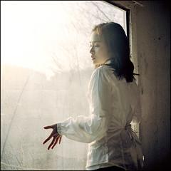 window #8 (yein~) Tags: light portrait 120 6x6 tlr window girl rolleiflex mediumformat square bravo kodak squareformat 400nc 100faves 50faves 200faves fivestarsgallery artlibre autaut 40fw aplusphoto artlibres