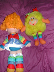 Rainbow Brite y un Sprite grande (Juguetes Retro) Tags: verde green arcoiris vintage toy toys rainbow doll sprite retro pony patty mattel antiguo juguete hasbro mylittlepony brite peluche rainbowbrite mueca coleccion mipequeopony psitoscariosos
