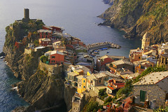 Vernazza From Above (albireo 2006) Tags: italien sea wallpaper italy water buildings wow landscape marine mediterranean italia village background liguria cinqueterre vernazza peninsula italie 40000   tyrrhenian tirreno   40000views  justpentax hccity spiritofphotography pentaxart