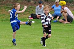 Kick_2010_12 (gimbertt) Tags: nikon australia rules nsw aussie footy aussierules afl brokenhill australianrules d90 gimbert gimbertt timgimbert sigma120400mmf4556dgoshsm