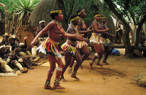 Dancing, Zulu Style - South Africa por South African Tourism.