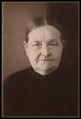 Heritage (patries71) Tags: woman heritage lady grandmother familie oma picnik overgrootmoeder