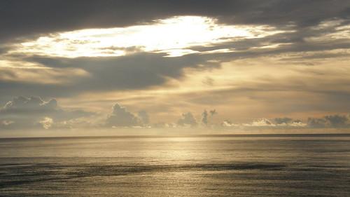 61.金黃的日出灑落海面 (13)