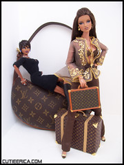 Louis Vuitton Invasion (cutieerica) Tags: luggage natalia louisvuitton isha jasonwu fashionroyalty louisvuittoncroissantpouchette