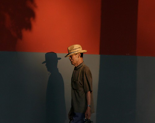 Man with Hat (by niklausberger)