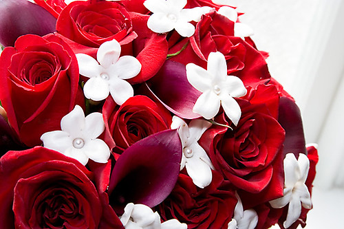 Red roses and calla lilies bouquet
