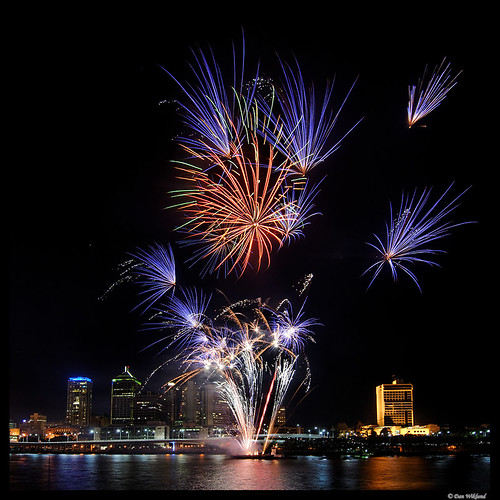 Fireworks for Australia, Brisbane by Dan Wiklund.