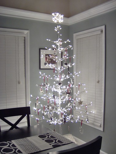 dainty Christmas LED tree, via Flickr: two_little_pumpkins