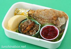Thanksgiving leftover bento lunch for preschooler (Biggie*) Tags: apple turkey stuffing cranberrysauce dressing drumstick turkeyleg biggie lunchinabox bentoblog ssbiggie lunchinaboxnet twittermoms