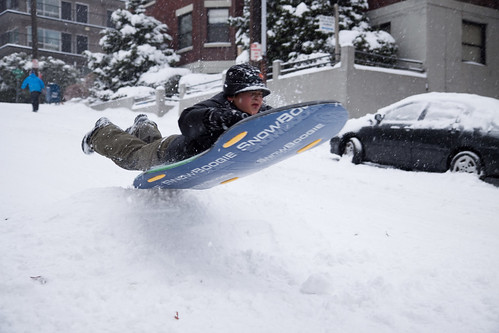 liftoff, by ChrisB in SEA via our snow-laden Metblogs photopool
