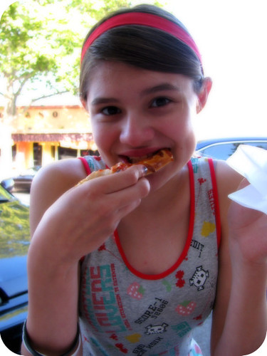 PIZZA EATING ZOE