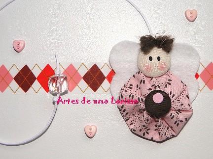 Anjinho de Fuxico Rosa com Marrom by Artes de uma Larissa
